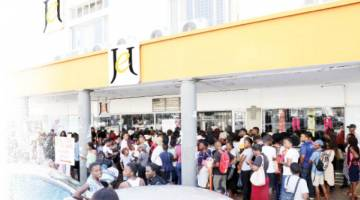 Stampede As Black Friday Frenzy Hits Bulawayo The Chronicle